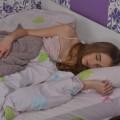 仰向けで寝ると背中が痛いのは、反り腰の症状かもしれません。
