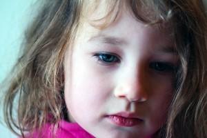 幼児の遠視や斜視、放っておくと弱視に…?
