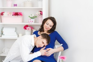 妊娠中期頃から胎動を感じ始めます