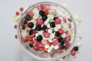 ピルは錠剤で、飲むだけで避妊することができます。