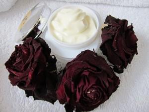 あまった妊娠線予防のクリームが役に立ちます