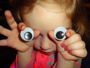 ツボ押しマッサージで視力回復