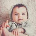 泣かない赤ちゃんって何か問題があるの?いろいろな可能性があります。