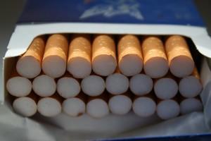 軽いタバコの原理は紙のフィルターの加工のみでした
