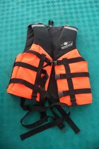 ボートやカヌーに乗る際は救命胴衣を!