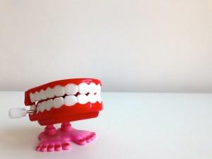 一番奥の歯を抜歯した際にはブリッジはすることができません