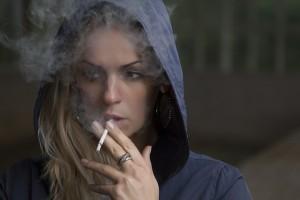 タバコ、アルコール、カフェインはカルシウムの吸収を悪くします