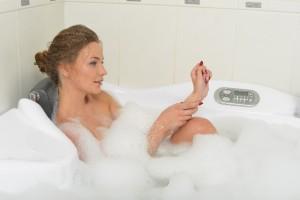 長時間半身浴をする場合は、水分補給を忘れずに