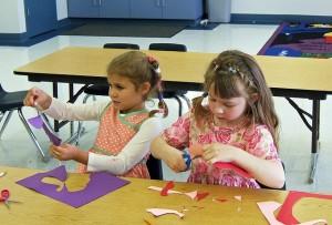 classroom-658002_640 子供 幼児 ハサミ はさみ 遊戯 幼稚園