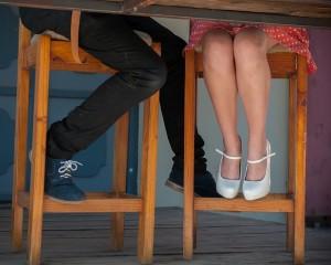 膝を縛って座る