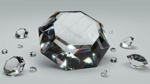 顔色を美しく見せるダイアモンド。